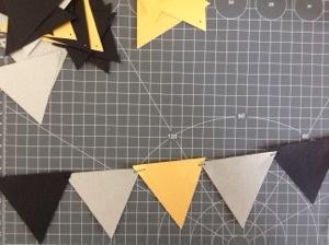 Gebastelt: Girlanden -- Dreiecke auf Garn auffädeln