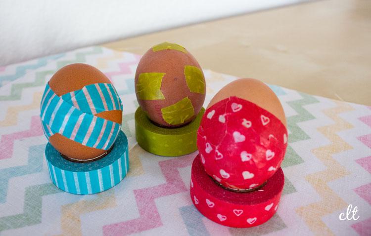 Ostereier mit Washi-Tape beklebt