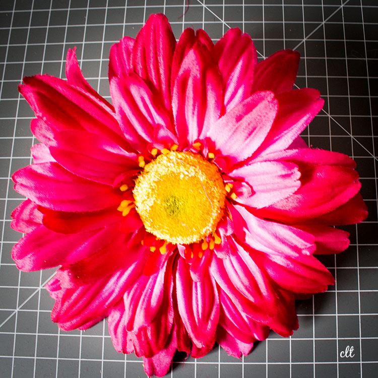 fertige Blumen-Brosche