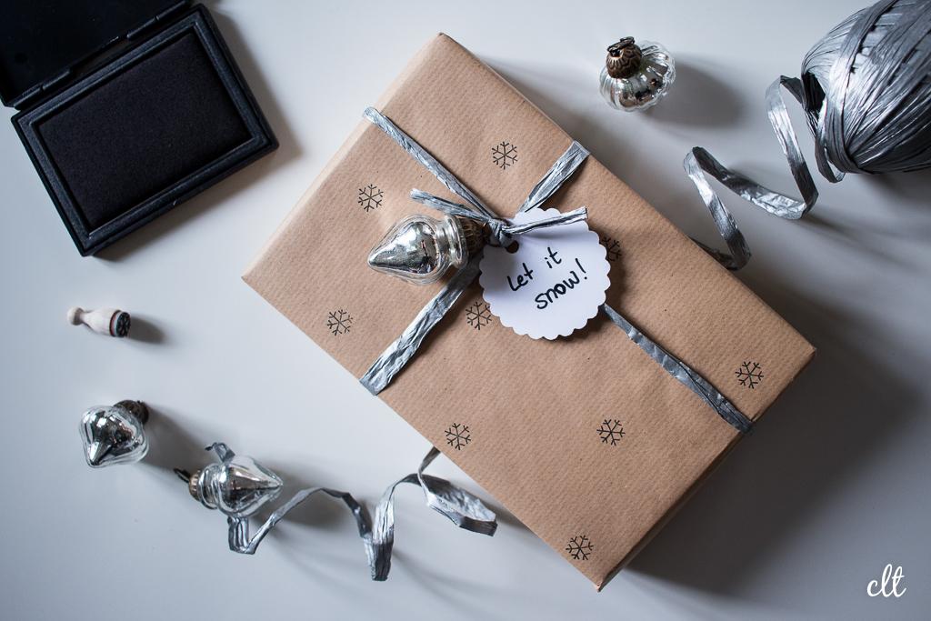 Geschenke verpacken - Idee 2: bestempeltes Papier